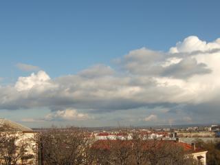 обои Облака пролетающие над городом фото
