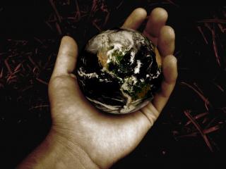 обои Земной шар в руке фото