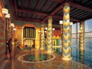 обои Интерьер бассейна с колоннами фото