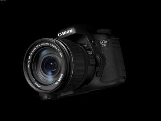обои Фотоаппарат Canon на черном фоне - вид сбоку фото