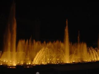 обои Большой фонтан ночью фото