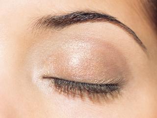 обои Макияж глаза - Коричневые тени с блестками фото