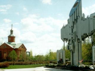 обои Церковь и памятник фото