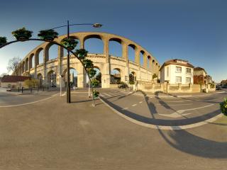 обои Улица с цветочными и каменными арками фото
