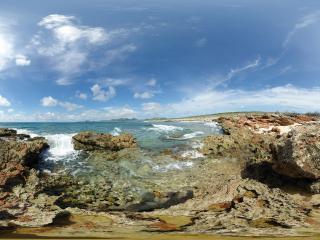 обои Прозрачное море в скалах фото
