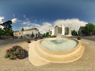 обои Городской фонтан в центре площади фото