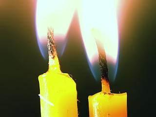 обои Две пылающие свечи фото