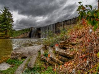 обои Чистый осенний пруд, под водопадом фото