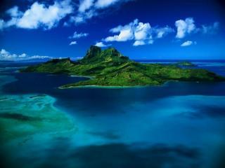 обои Зелёный остров в безбрежном океане фото
