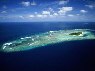 обои Волшебный атолл в синем океане фото