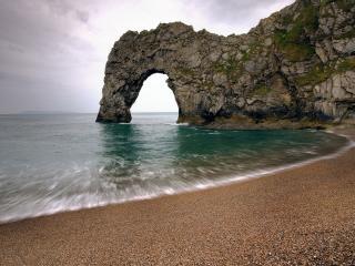 обои Восхитительный пляж с арочной горой фото