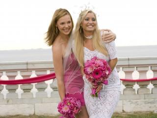 обои Невеста и ее подруга фото