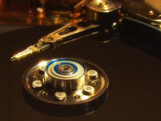 обои Жесткий диск - дорожки и считыватель фото