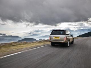 обои Рейндж ровер на горной дороге фото