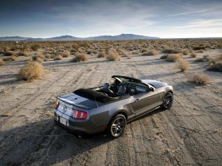 обои для рабочего стола: Красивая спортивная машина в пустыне