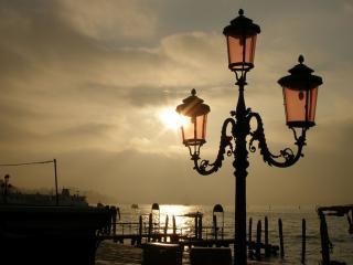 обои Красивейший фонарь на набережной фото