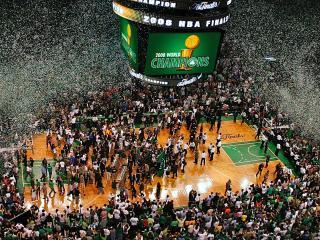 обои Празднование чемпионства на баскетбольной площадке фото