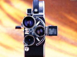 обои Кинокамера Switar с тремя обьективами вид спереди фото