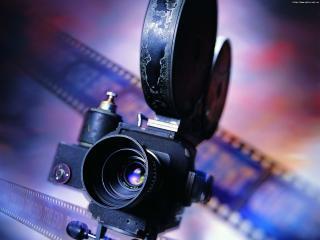 обои для рабочего стола: Старая Кинокамера на фоне кинолент