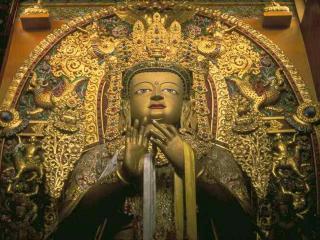 обои Золотой Будда с драгоценностями фото