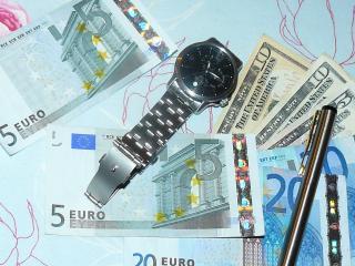 обои Деньги ручка и часы фото