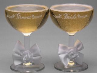 обои Бокалы с шампанским для молодоженов фото