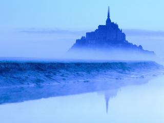 обои Замок в туманной синеве, Франция фото