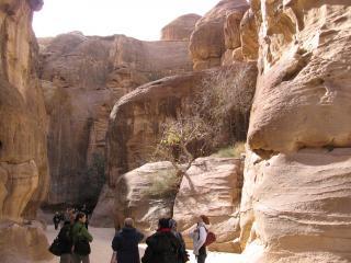 обои Иордания, Петра - люди на экскурсии фото