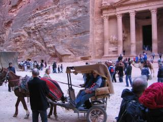 обои Иордания, Петра, рядом с Сокровищницей фото