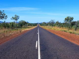 обои Летняя пустынная дорога фото