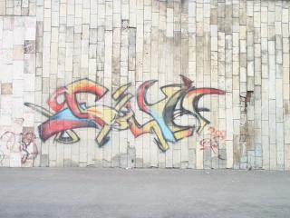 обои граффити на стене из плитки фото