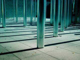 обои столбики на площадке фото