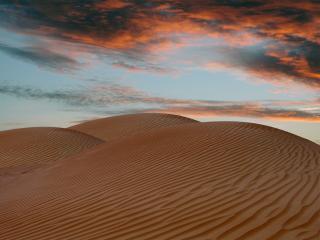 обои Песчаные барханы на фоне вечернего неба фото