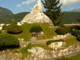 обои Швейцария, домик у гор в Лугано фото