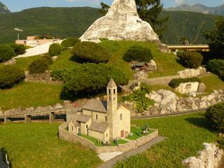 обои Швейцария, церквушка в Лугано фото