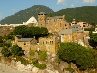 обои для рабочего стола: Швейцария, большой замок в Лугано