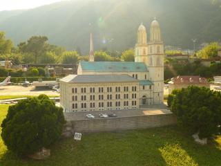 обои Швейцария, большая католическая церковь в Лугано фото