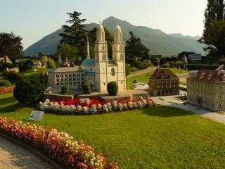 обои Швейцария, башни католической церкви в Лугано фото