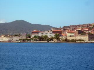 обои Городок на берегу Тосканы фото