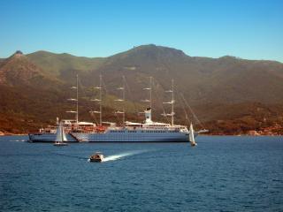 обои Корабль в открытом море фото