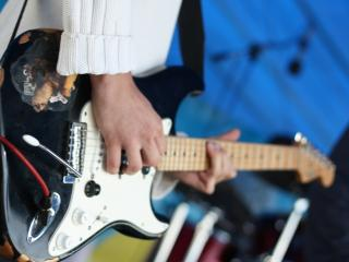 обои Электрическая гитара в действии фото