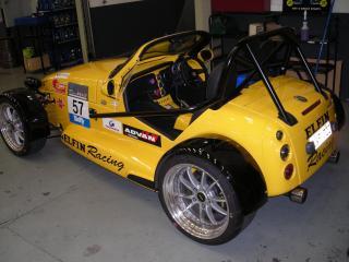 обои Elfin Clubman MS8 в гараже фото