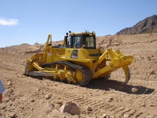 обои Трактор в пустыне фото