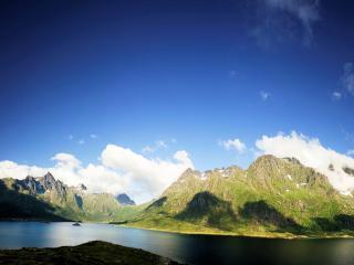 обои Островок счастья под лазурным небом фото
