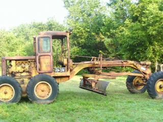 обои Старый трактор в деревне фото