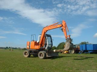 обои Оранжевый трактор с ковшом фото