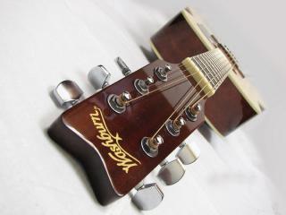 обои Акустическая гитара  интересном ракурсе фото