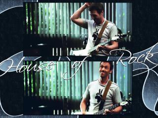 обои Доктор Хаус играет на гитаре фото