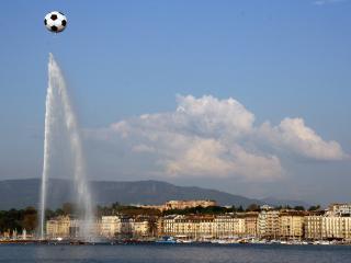 обои Футбольный мяч и фонтан фото