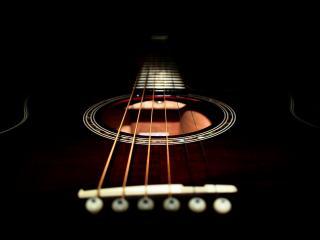 обои Дека гитары на чёрном фоне фото